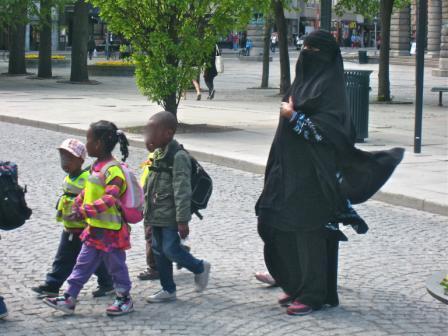 Niqab på Karl Johan