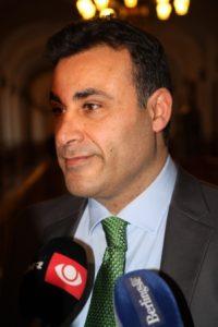 Naser Khader, ekspolitikere som også er frihetsberøvet.