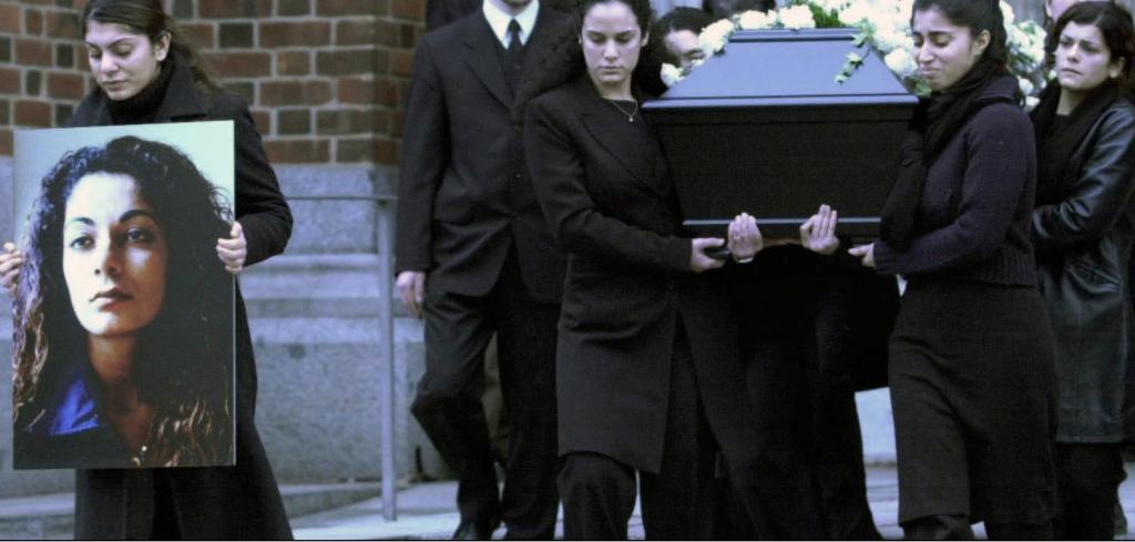 Songül_Fadime_Begravelsen2