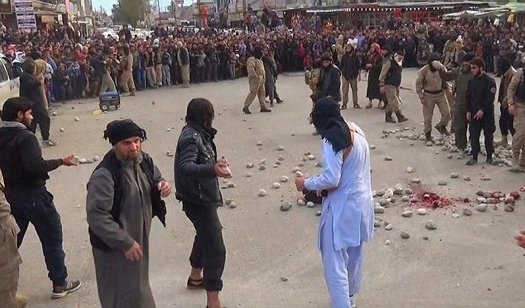 Den islamske staten steiner et kjærestepar. Det er forbudt å bruke for stor eller for liten stein. Den skal etter loven være en neve stor, akkurat som Iran også har kopiert Muhammeds straffemetode.