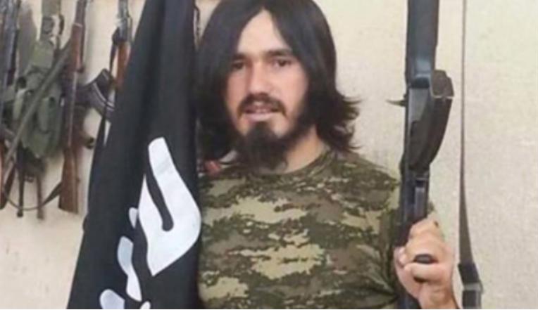 Han hevder han ikke er terrorist. På Facebook har han lagt ut dette bildet av seg selv.