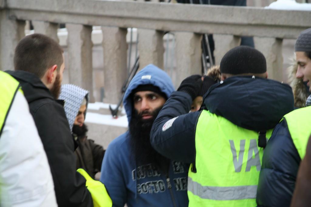 Arfan Bhatti i demonstrasjon foran Stortinget i 2012.
