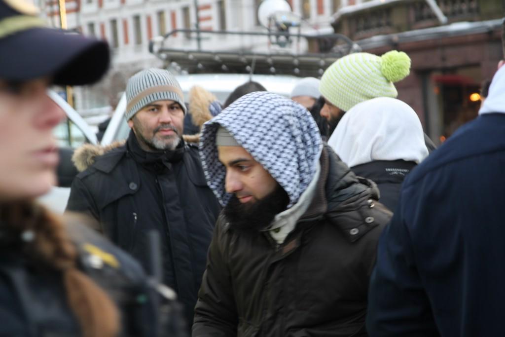 Omar Cheblal (lue) og Ubaydullah Hussain i demonstrasjon foran Stortinget i 2012.