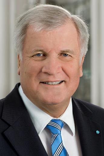 Bayerns guvernør Horst Seehofer med ultimatum til Merkel.