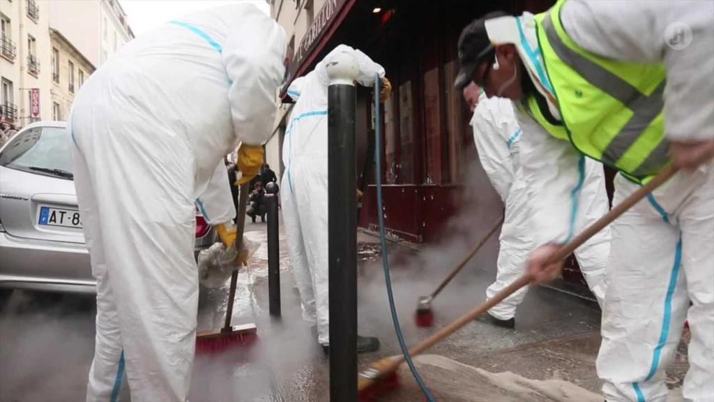 Blodet vaskes i Paris' gater