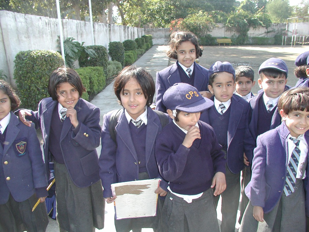 Ikke mye hijab på barn i pakistanske skoler. Foto HRS.