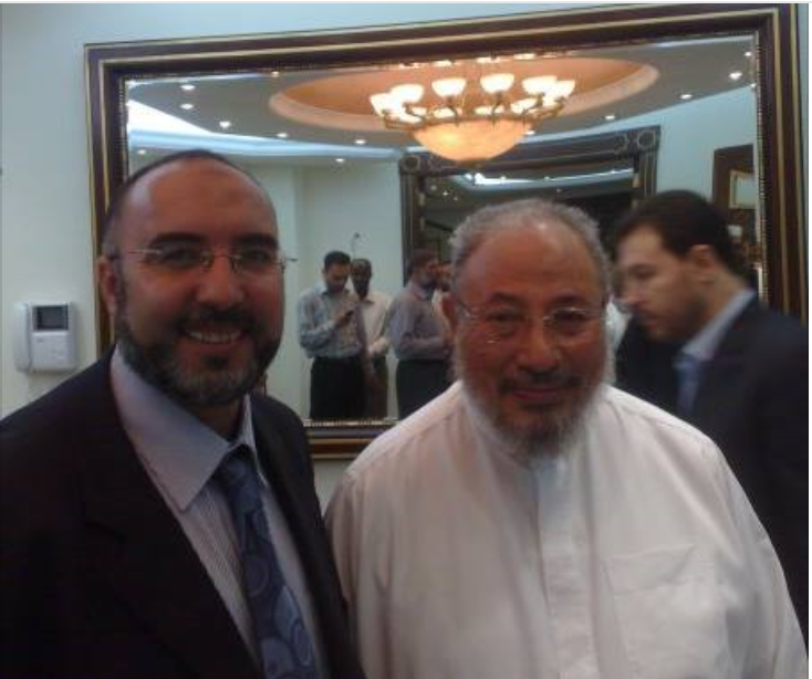 Melioui fra Dif og Amanastiftelsen i hyggelig passiar med Brorskapets åndelige leder, Yusuf al-Qaradawi. Foto han selv la ut på Facebook i 2014.