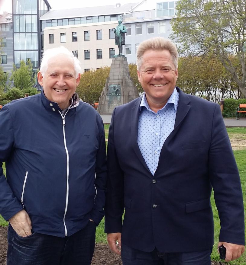 """Valdimar og Magnus Thor på """"protestplassen"""" foran Altinget."""