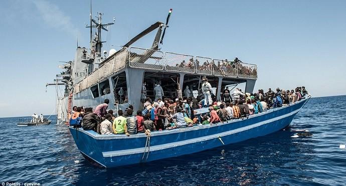 Neppe mange menneskesmuglere som plukkes opp her av NATO og EU-skip.