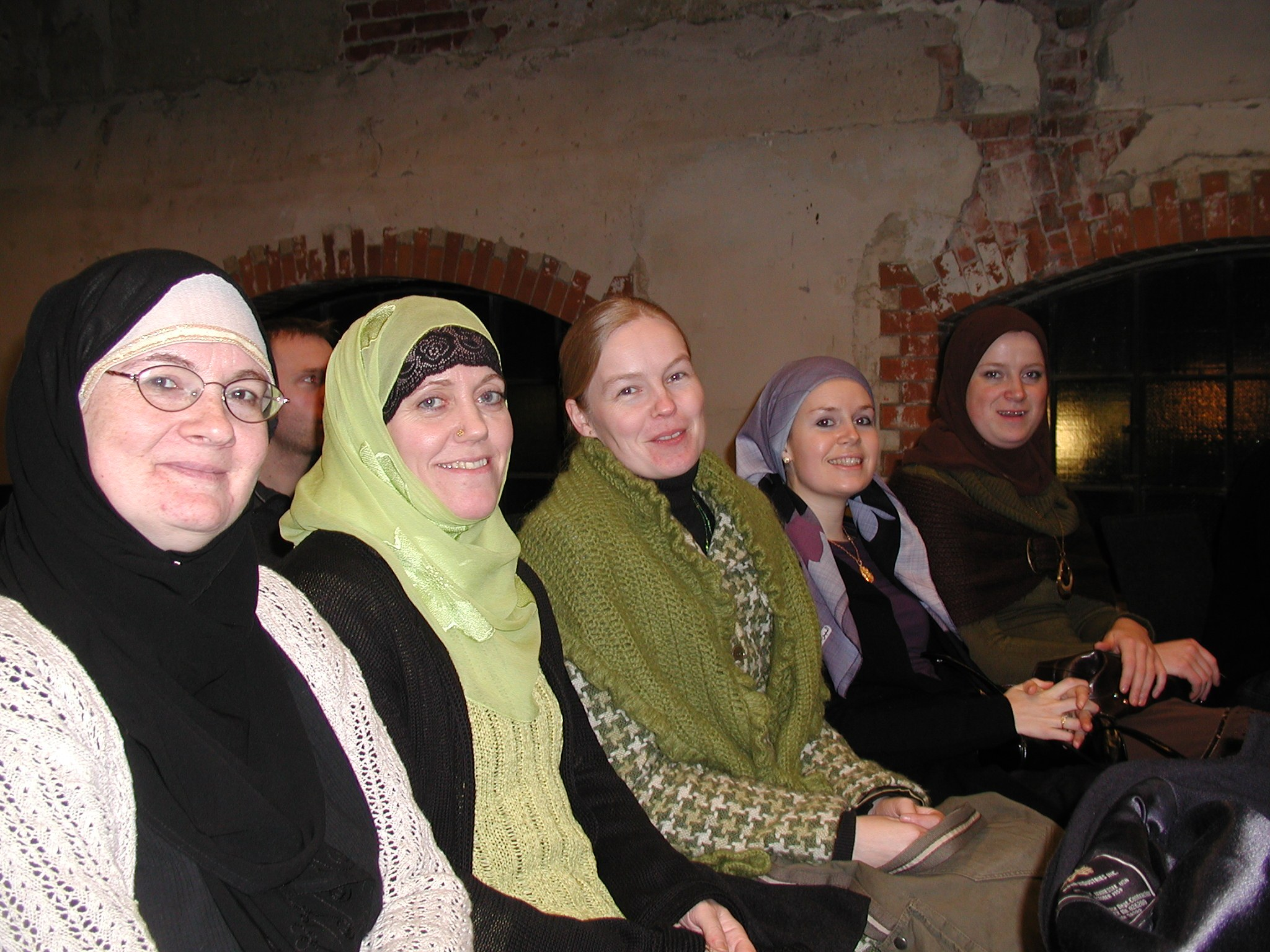 Noen av dem som var tilstede under presentasjonen av burkinien i 2006. Nummer to fra venstre er Linda Noor (i dag Minotenk, stiftet av Abid Raja)