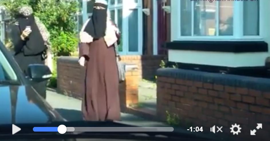 Skjermdump av amatørvideo fra Birminghams gater.