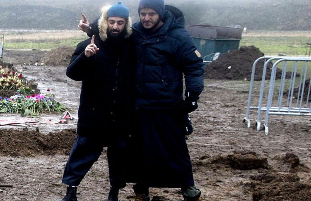 Til venstre Ubaydullah Hussein, i begravelse til terroristen Omar som i København i fjor gjennomførte to terrorangrep, et på Krudttønden og et på synagogen. Omar feires som helt og martyr.