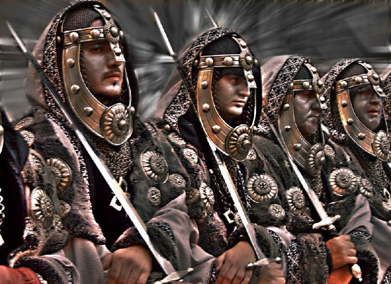 Etter århundre med brutalt styre og lidelser, reiser en hær seg nord i landet.