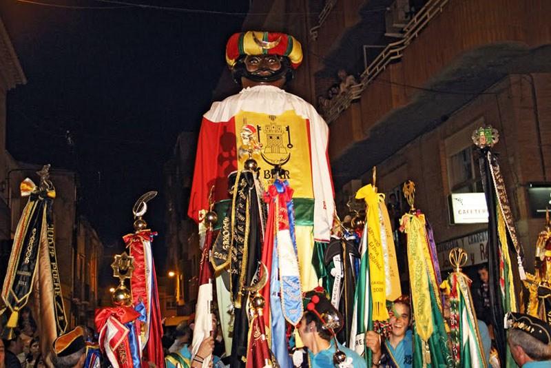 Muhammed paraderes gjennom gatene, tilfangetatt.