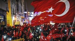 Demokratiet er et tog og Erdogans Tyrkia har for lengst steget av