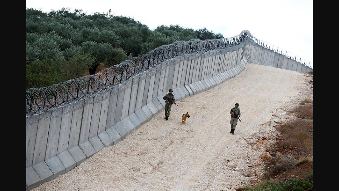 Bygger mur for å stanse afghanske migranter
