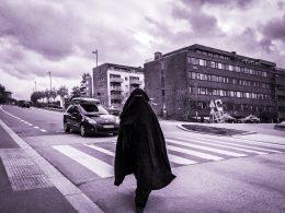 Opptøyer etter at politiet pågrep niqab-kvinne