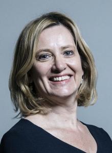 Storbritannias innenriksminister går av