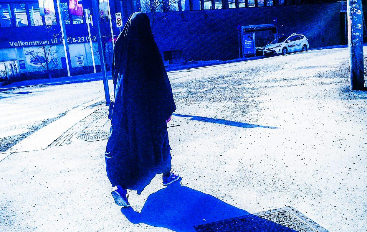 Voldsdømt imam truet med å dumpe kona og barna