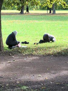 Bønnestund i Vigelandsparken. Den kulturelle revolusjonen fortsetter