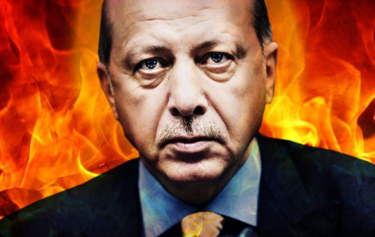 Parlamentet i Tyrkia ble omgjort til en slagmark