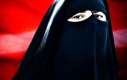 Kristenfolket islamiserer Norge. Nå nikab på lærere