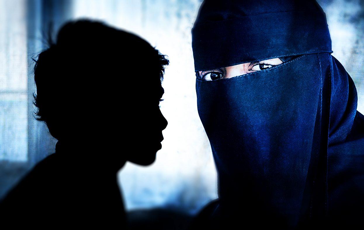 IS-kvinnen har besøk av begge barna i fengsel