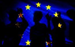 Ja, vi trenger et nytt asylsystem, sier EU-kommissær