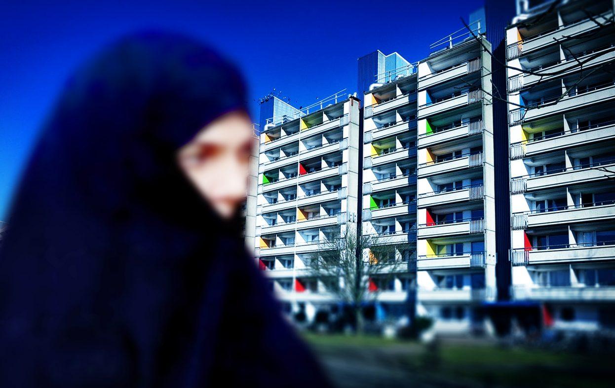 Jente (14) giftet til en mann på over 30 år levde isolert i 15 år – i Malmø