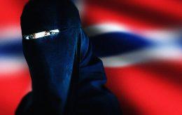 IS-kvinne ville drepe flest mulig i Norge. Motsetter seg utvisning