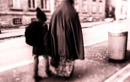Vil straffe foreldre som dumper barna i hjemlandet