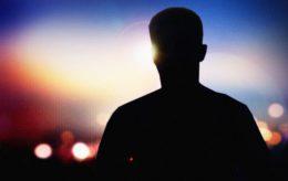 Svensk lærer angrepet med kniv på skolen – ungdom pågrepet