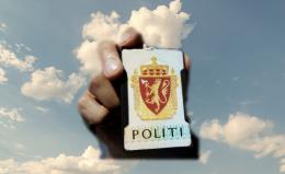 Mann (74) kritiserte lokalpolitikere – da kom uniformert politi på døra